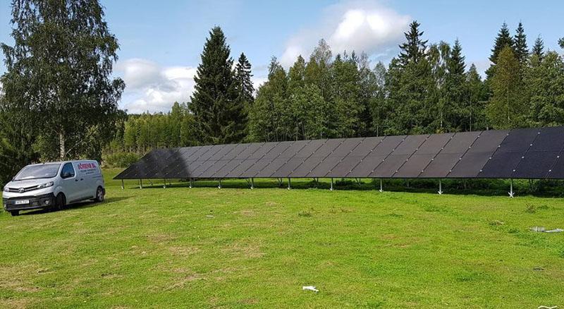 Installation av solceller i Hudiksvall